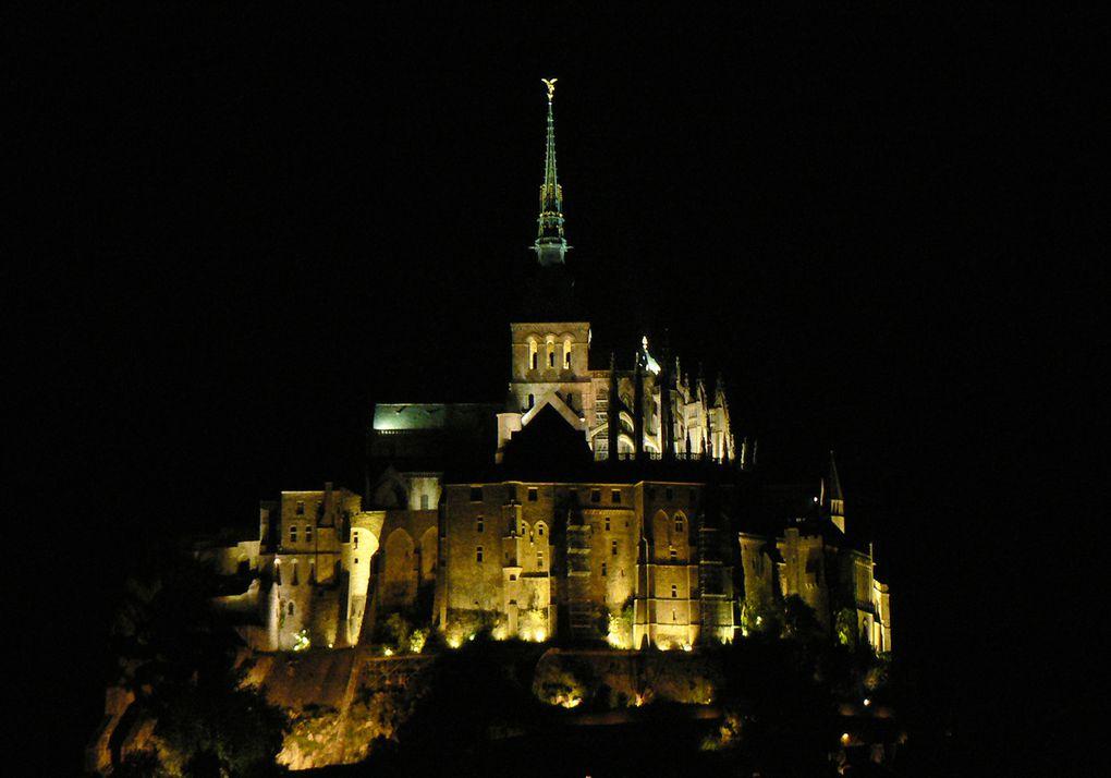 Reportage de Christian Moreau sur le Mont St Michel de nuit; une Merveille.