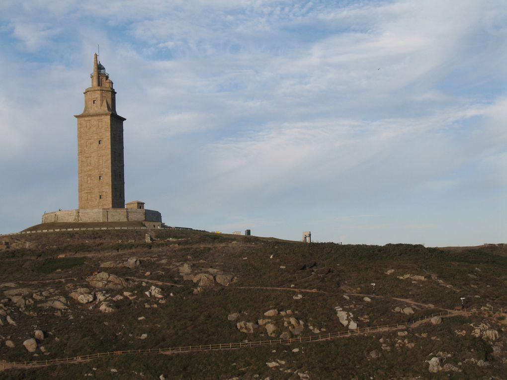 La tour d'Hercule (en espagnol : Torre de Hércules) est un phare romain situé sur un cap, face à l'océan Atlantique, dominant le port de La Corogne, en Galice (Espagne).
