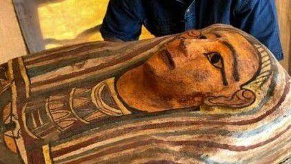 Une découverte pharaonique, celle de plus de cent sarcophages intacts à Saqqarah en Egypte