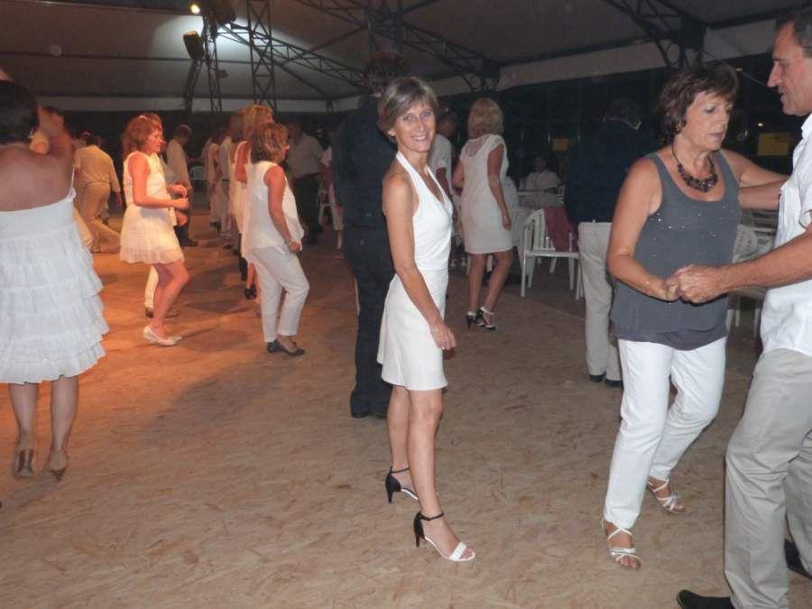 Touraine Danse  à la Guinguette de Montbazon le Samedi 15 Aout 2015.     Soirée BLANCHE Danse de Salon - Rock - Variétés de 21h00 à 1h00 avec James.