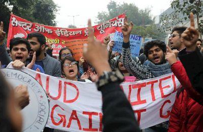 La plus grande grève du monde : 200 millions de travailleurs paralysent l'Inde