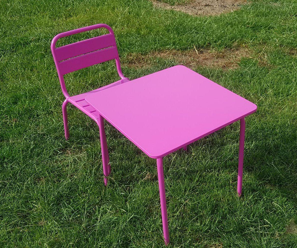 Des tables et des chaises pour le refuge GroinGroin