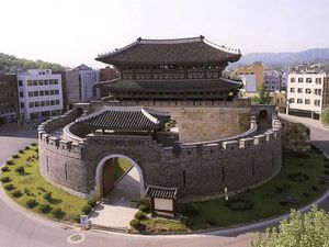 Hwaseong, source: http://www.a-news.kr/news/articleView.html?idxno=190, https://heritage.unesco.or.kr/%ED%99%94%EC%84%B1/