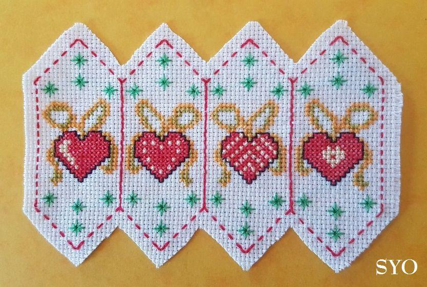 Déco Sapin de Noël 2021: Fuseau nouveaux cœurs enrubannés