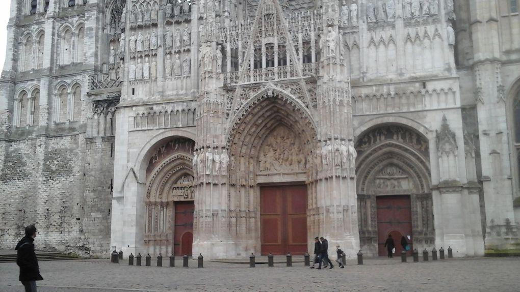 La cathédrale sous toutes les coutures et les jardins attenants.