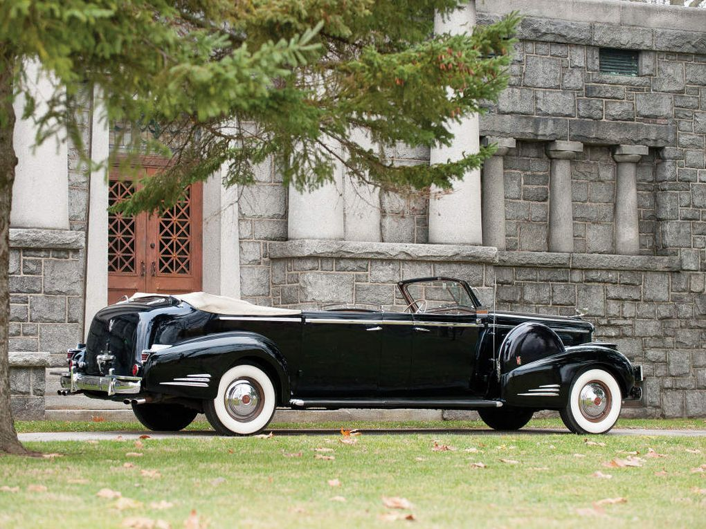 "VOITURES DE LEGENDE (521) : CADILLAC ""SERIES 90""  V16  FLEETWOOD CONVERTIBLE PARADE LIMOUSINE - 1938"