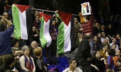 Gritos a favor de Palestina en la visita del Maccabi al Palau