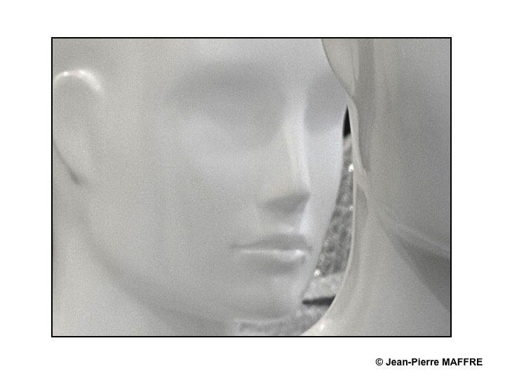A mi-chemin entre les marbres de Praxitèle et les visages de Métropolis voici un aperçu d'un temps qui n'existe pas.