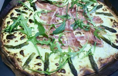 Pizza à la crème d'asperges
