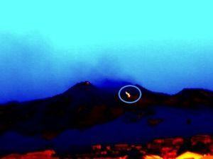 Etna 06.07.2014 - à gauche, webcam thermique INGV - à droite, photo de Turi Caggegi /iEtna