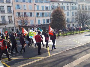28 novembre, plus de 500 au Puy, 500 000 dans le pays