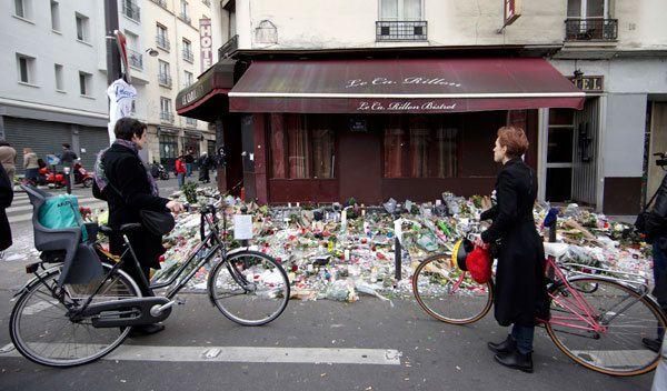 Homenaje de los parisinos en el Hotel Le Carillon