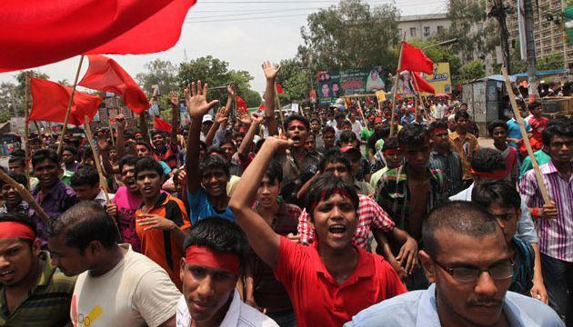 Au Bangladesh, les travailleurs du textile enfin autorisés à former des syndicats : une conquête dans le sang