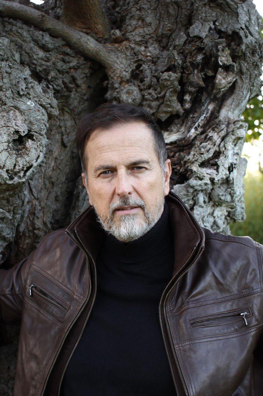 """Charles Aubert, auteur des polars """"Bleu Calypso"""" et """"Rouge Tango"""" aux Éditions Slatkine"""