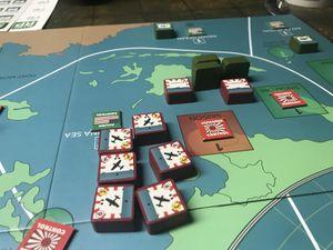 Le Japonais vire au tour 5 avec 17 points se fait grignoter au fur et à mesure. Il réussit à reprendre la zone de Singapour ..