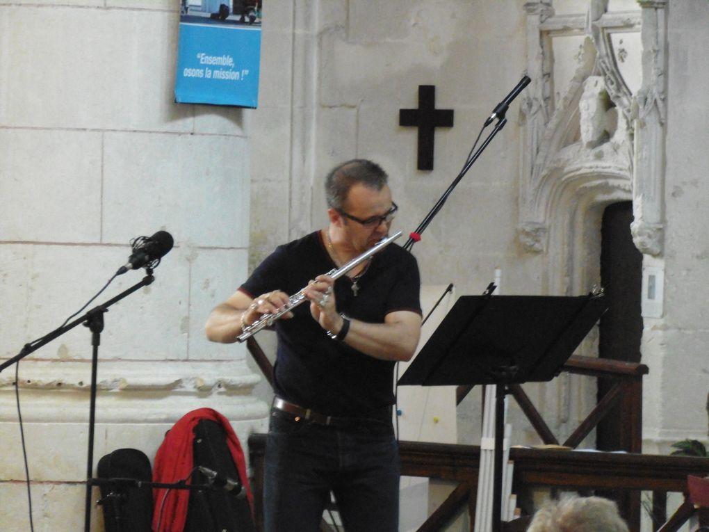 Presque 200 personnes ont pu suivre ce concert de qualité, bien sûr la cathédrale était alors déconseillée aux simples touristes et pratiquants.... pour un court temps de 1 h 30... normal car c'était pour éviter de perturber musiciens et spectateurs.