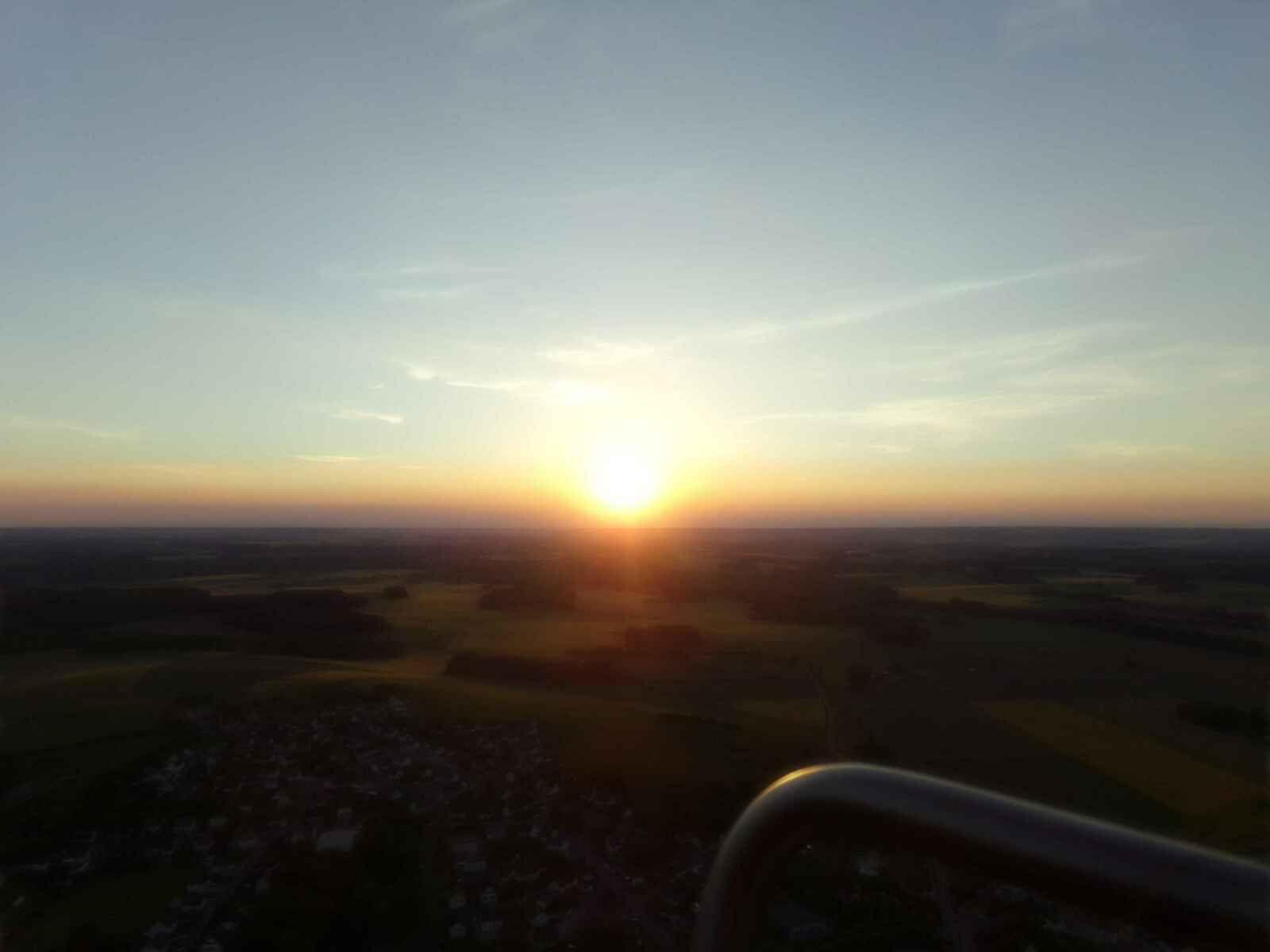 """Le soleil nous dira bientôt """"à demain""""."""