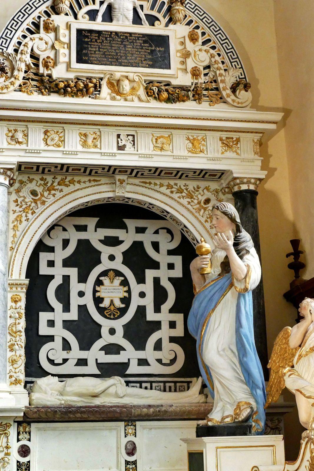 Le tombeau (1553, Jean de Lespine) de Guy d'Espinay et Louise de Goulaine en la collégiale de Champeaux (35). Photographie lavieb-aile août 2020.