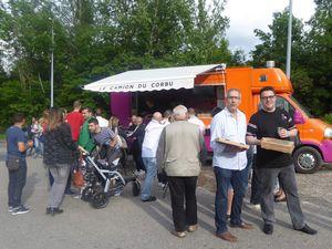 Bienvenue au petit camion orange qui s'installe tous les vendredi et dimanche soir au pied du Corbu.