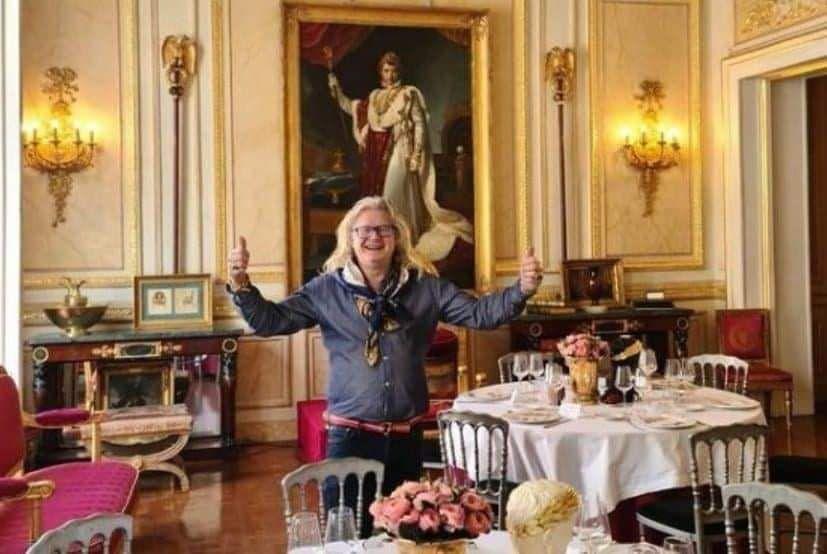 Les journalistes de M6 confirment la présence d'un membre du gouvernement à un des dîners clandestins