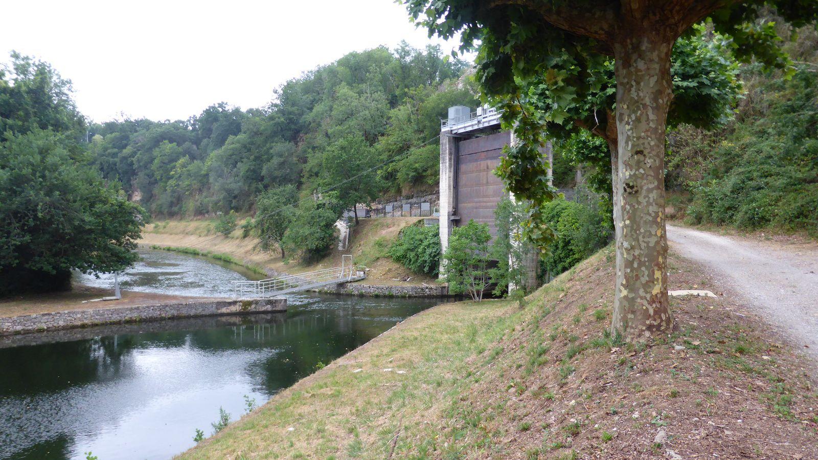 Nous passons à côté du barrage hydroélectrique de Cajarc avant de remonter sur les hauteurs.