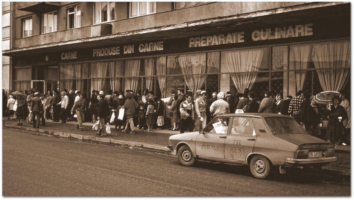 Queue devant les magasins de Bucarest.