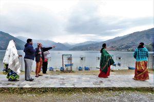 Pokhara  (1) ... Plaisirs népalais : des montagnes et un superbe lac