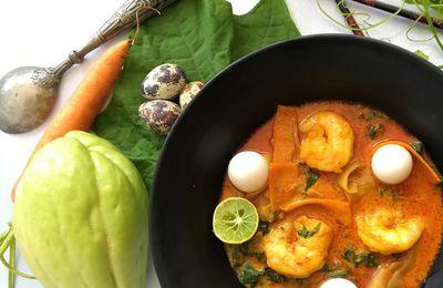 Soupe Thaï de Curry Jaune aux Légumes Péi, Crevettes et Oeufs de Caille