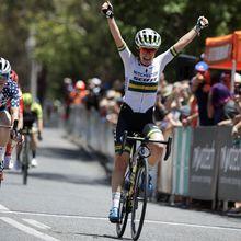 Spratt au plus tôt  Santos Women's Tour Down Under # 2. Coup double d'Amanda Spratt (Mitchelton-Scott) qui bat Winder et Lippert. - Amanda Spratt (Mitchelton-Scott) a enlevé aujourd'hui la 2ème étape du Santos Women's Tour Down Under (2.Pro) disputée entre Murray Bridge et Birdwood. La toute nouvelle championne d'Australie a précédé la championne des Etats-Unis...- (Franck FRUCH - Patrice FOUQUES)