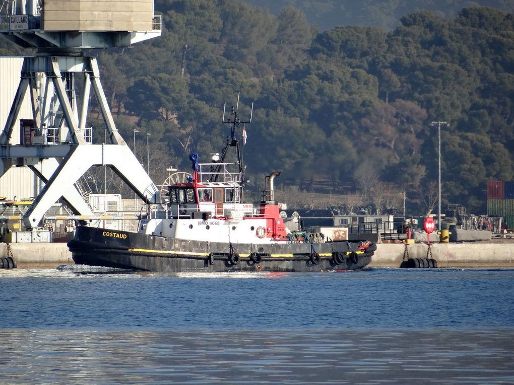 COSTAUD en manoeuvres dans la petite rade de Toulon le 22 décembre 2017