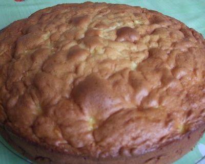 Gâteau au yaourt à la pomme, cannelle et rhum