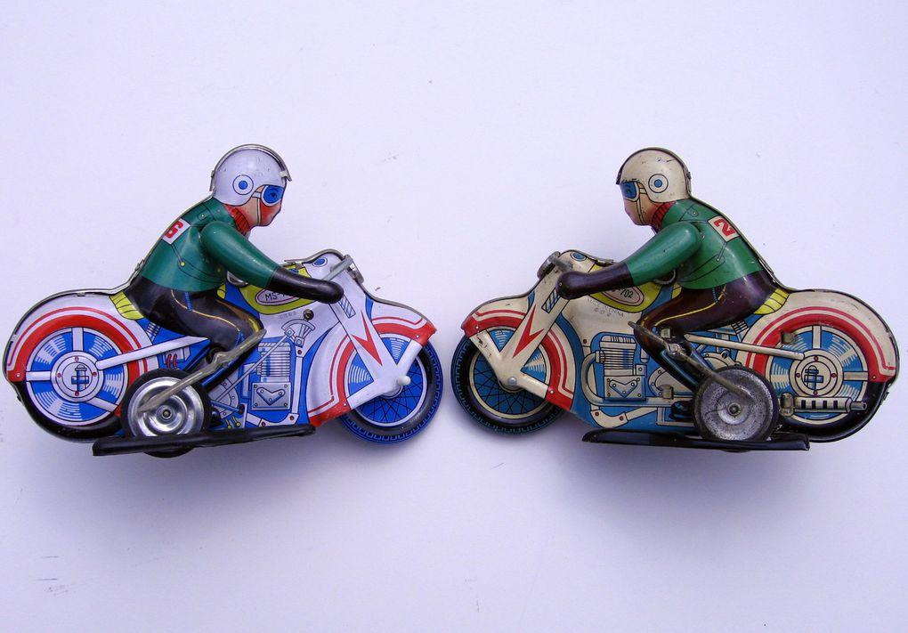 Une partie de mes maquettes-et-modèles-réduits-motos