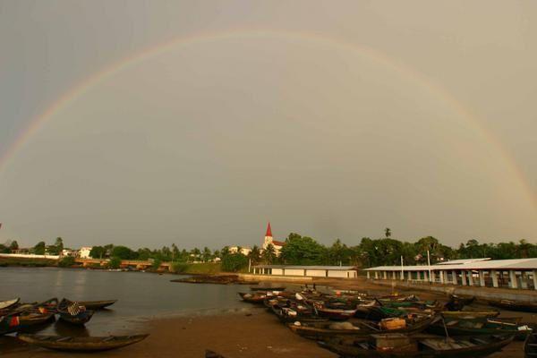 Limbé, Douala, Kribi, les seuls endroits où la mer est à peu près accessible.