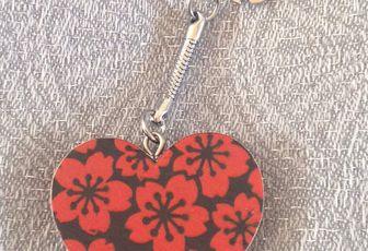 Porte clefs/ bijou de sac coeur rouge et noir
