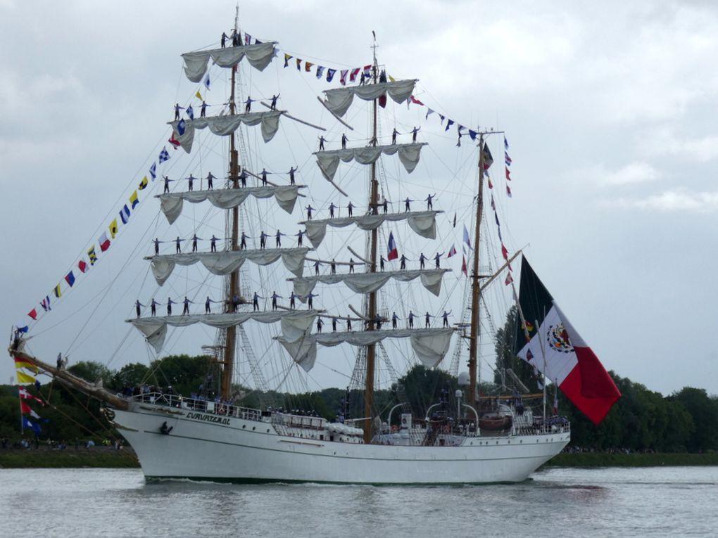 CUAUHTEMOC , Trois mats barque de la marine mexicaine , sur la Seine au passage de la commune de la Bouille le 16 juin 2019