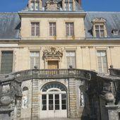 """""""Le Château de Fontainebleau, première demeure des rois de France, la maison des siècles"""", par Amadou Bal BA - http://baamadou.over-blog.fr/. - Le blog de BA Amadou Bal, Paris 19ème ISSN 2555-3003 (BIBLIOTHÈQUE NATIONALE DE FRANCE) Bnf Gallica"""