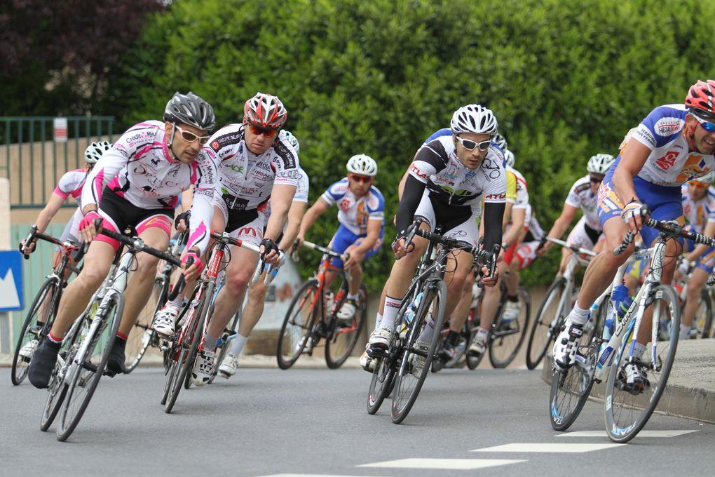 L'édition 2014 du Grand prix cycliste du Vélo-Club Max-Barel a été marquée par la pluie, la victoire du Corbasien Joël Divay et un accident de course qui aurait pu avoir des conséquences bien plus graves.