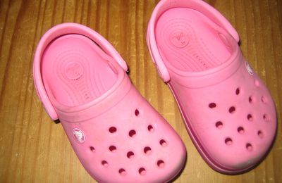 """""""CROCS"""" TAILLE 4/5"""
