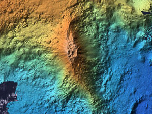 Lō'ihi seamount - general bathymetry / USGS & summit crater bathymetry / MBARI - one click to enlarge