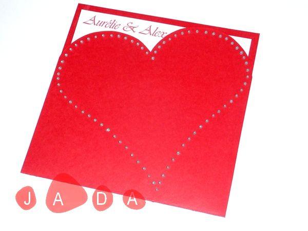 faire-part de mariage blanc et rouge, pochette en coeur...