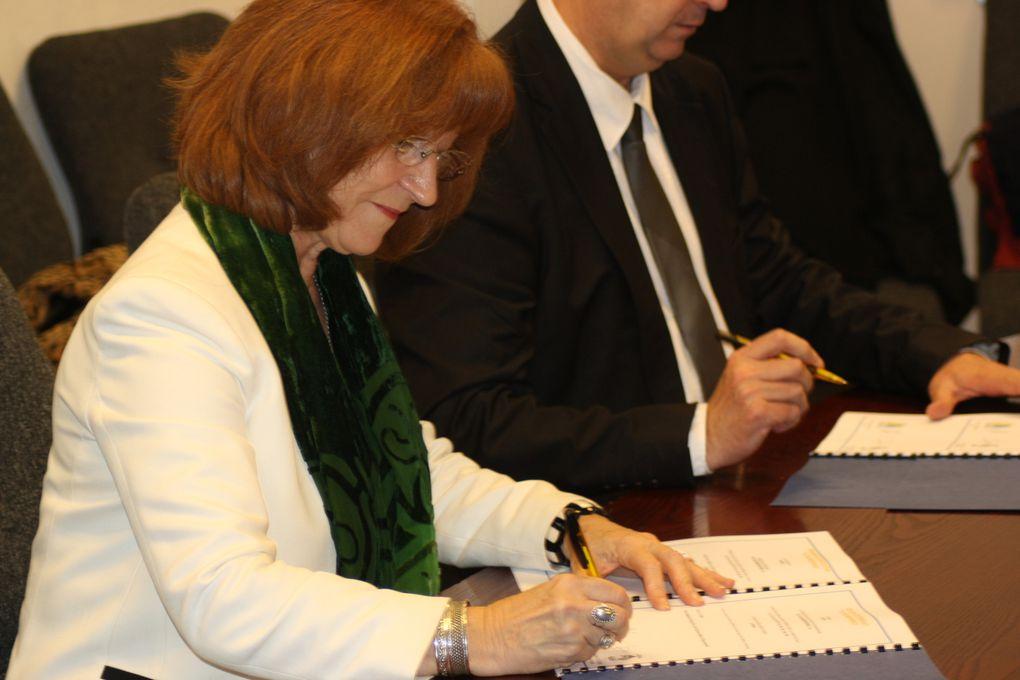 Signature de la Charte Ya d'ar Brezhoneg par la commune d'Indre (44) le 18 janvier 2014.