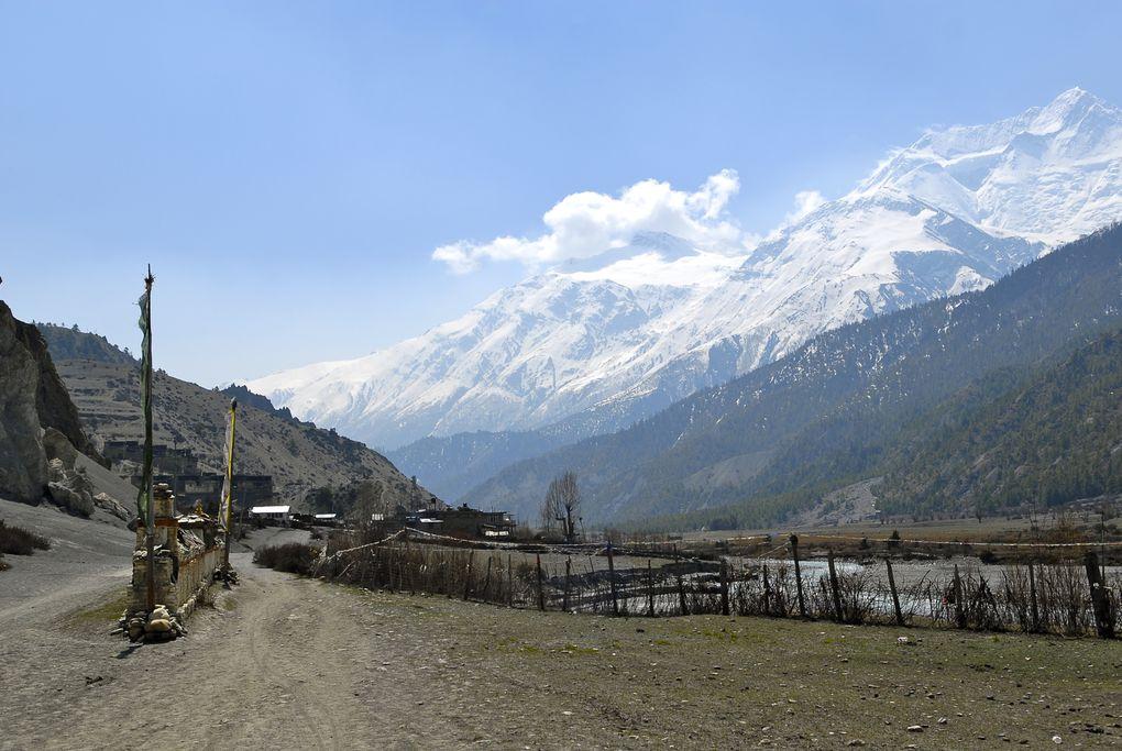 Des montagnes gigantesques ,un paysage magnifique dans un pays accueillant.