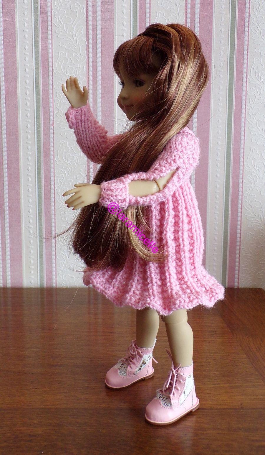 tuto gratuit  poupée  : robe soleil à la tresse et aux manches  fendues