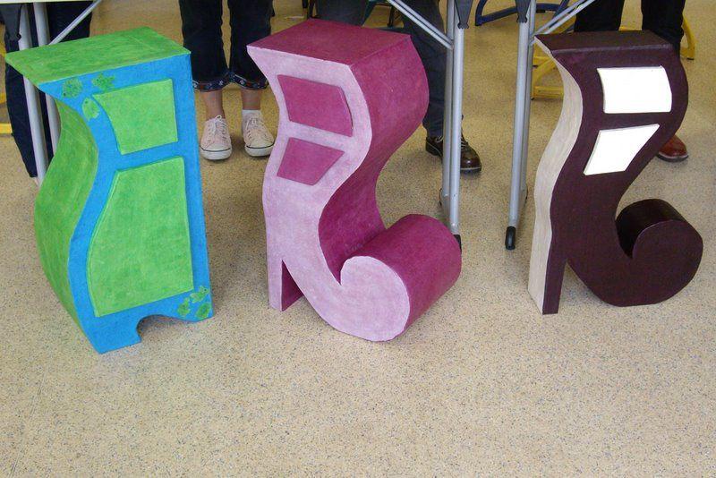 Quelques photos des cours et stages de formation à la création de meubles en carton organisés depuis 2009