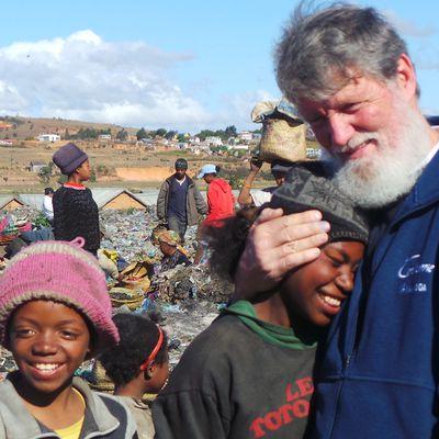 """Père Pedro Opeka raconte sur """"France Inter"""" son """"combat corps à corps avec la misère"""" à Madagascar"""