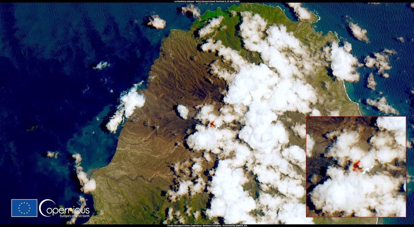 Soufrière de St. Vincent - hot spot on this Sentinel-2 image from 04.23.221 - Doc. Copernicus / ESA via CDEMA - one click to enlarge
