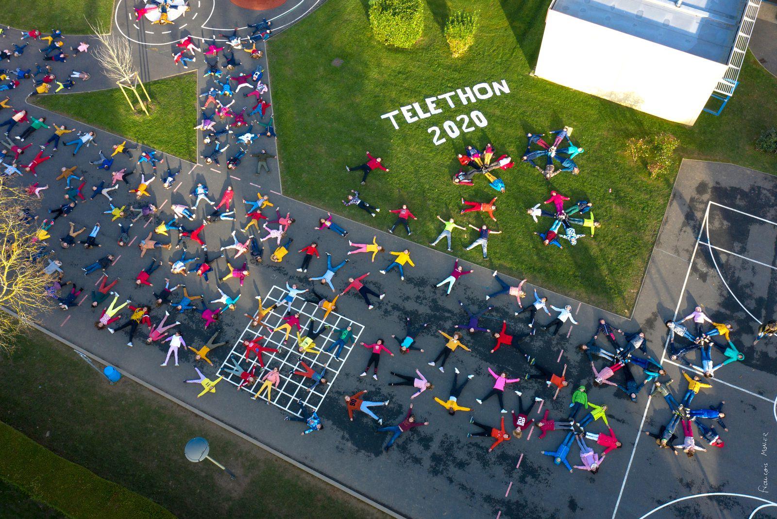 Photos de classe originales pour les 200 enfants de l'école primaire de Saint Vigor le Grand (14) à l'occasion du téléthon 2020. Photos aériennes François Monier, novembre 2020