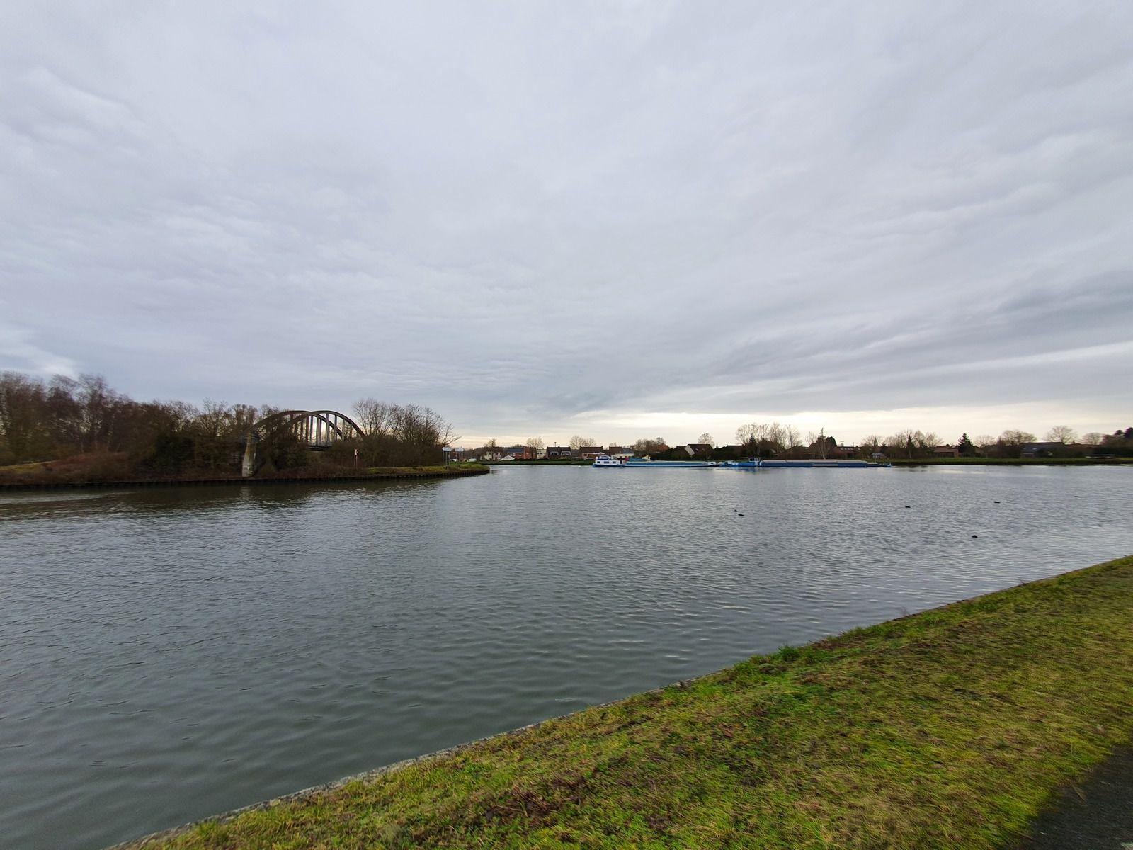 Le canal de la Deûle, à Bauvin