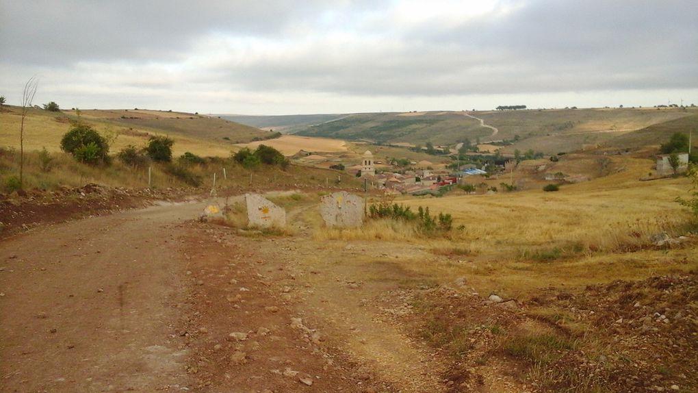 Seul village sur notre route aujourd'hui,  Hontanas, où nous accueille un minuscule ermitage.