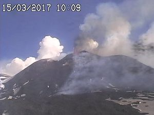 Etna  - 15.03.2017 / 10h10 et 10h39 - webcam RadioStudio7